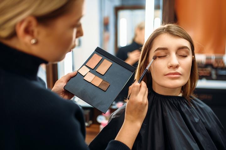 6 Diffe Types Of Makeup Artist Jobs